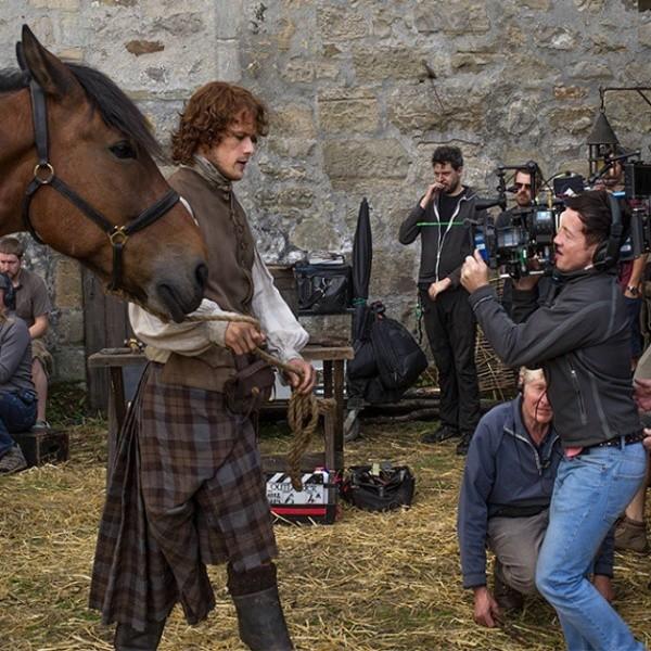 Sam Heughan dans la deuxième saison d'Outlander.  Photo : (Starz)