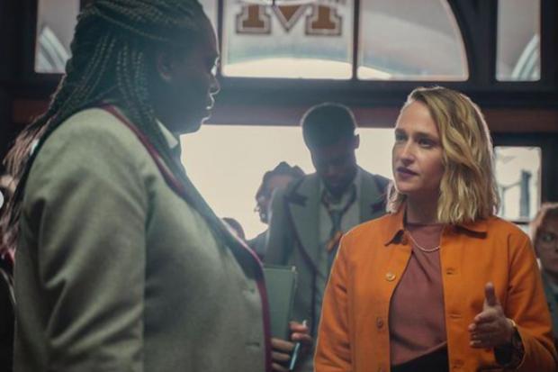 Vivienne est devenue la principale alliée du nouveau réalisateur, mais elle l'a finalement trahie (Photo : Netflix)