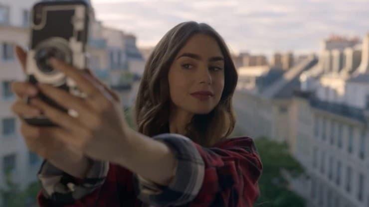 Lily Collins joue dans Emily à Paris sur Netflix