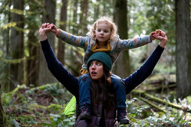 """A la fin de """"Choses à nettoyer"""", Alex parvient à améliorer sa vie et celle de sa fille (Photo : Netflix)"""