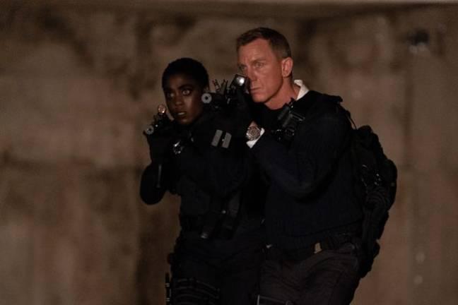 Daniel Craig et Lashana Lynch dans Pas le temps de mourir.  (Crédit: 007.com)