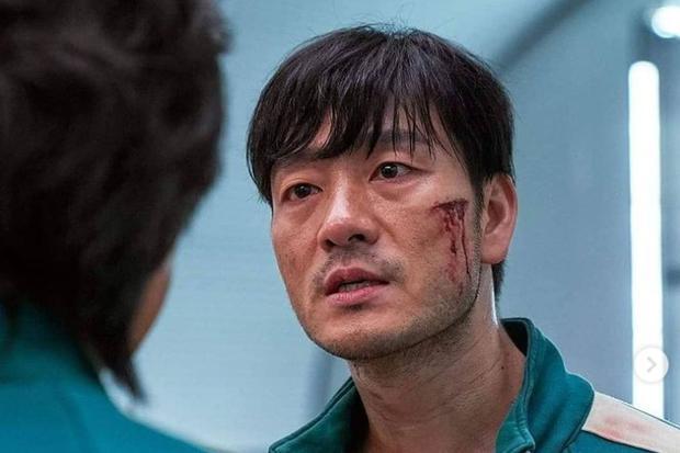 Gi-hun revendique Sang-woo pour avoir poussé un autre partenaire sur le pont de verre (Photo : The Squid Game / Netflix)