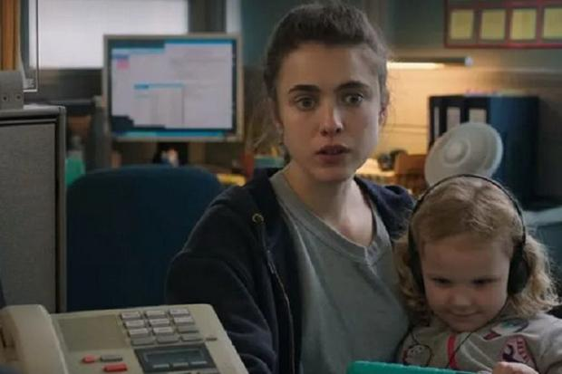 Alex s'enfuit de nuit avec Maddy et se tourne vers les services sociaux, où il trouve un emploi chez Domestic Maids (Photo : Netflix)
