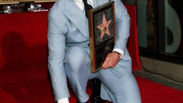 Daniel Craig pose après avoir dévoilé son étoile sur le Hollywood Walk of Fame.  Crédit : REUTERS/Alamy Stock Photo