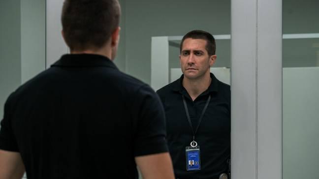 Gyllenhaal incarne le répartiteur du 911, Joe Baylor, dans The Guilty.  Crédit : Netflix