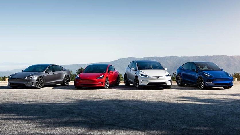 (L-R_ Tesla vend actuellement quatre modèles - le modèle S, le modèle 3, le modèle X et le modèle Y. Image: Tesla